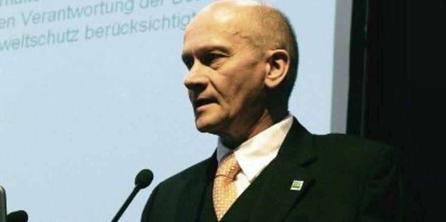 """Dr. Rolf Schulte zur Surlage, Berater bei der Ecologic GmbH, München, bietet umweltbewussten Bäckermeistern für 5 bis 10 Manntage im Jahr einen Kleinwagen. <tbs Name=""""foto"""" Content=""""*un""""/>"""