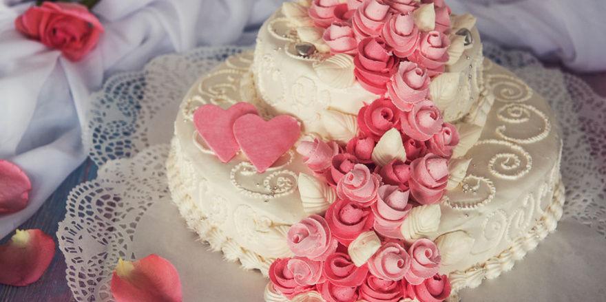 Prozessgegenstand: Da sie sich geweigert haben, die Hochzeitstorte für ein lesbisches Paar zu backen, soll ein Bäckerpaar in den USA 135.000 Dollar Strafe bezahlen.