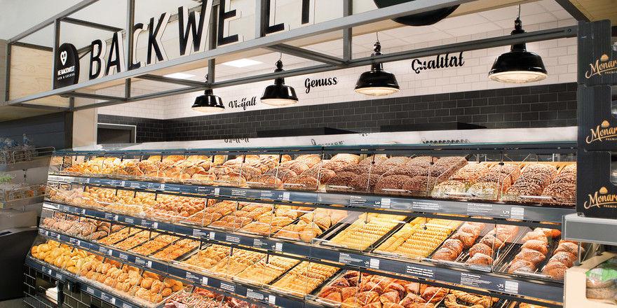 Der Discounter bietet Snacks und Backwaren, die frisch in den Filialen hergestellt werden.