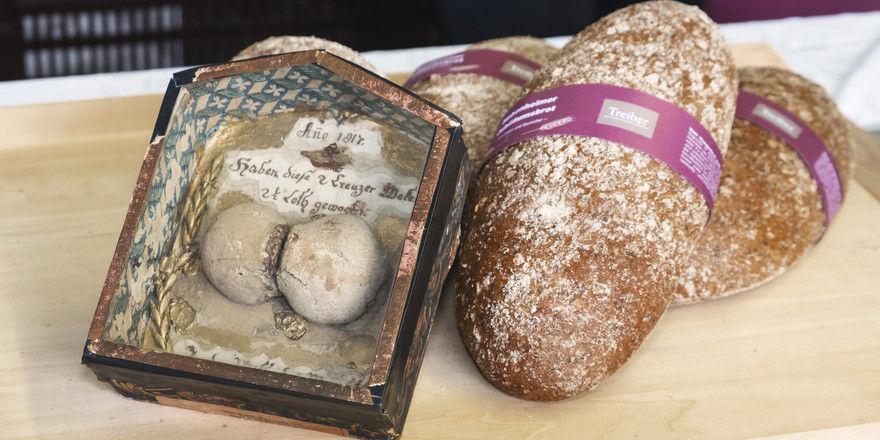 Zeitsprung: Hungerbrötchen aus dem Jahr 1817 und das Brot zum Jubiläum der Uni Hohenheim.