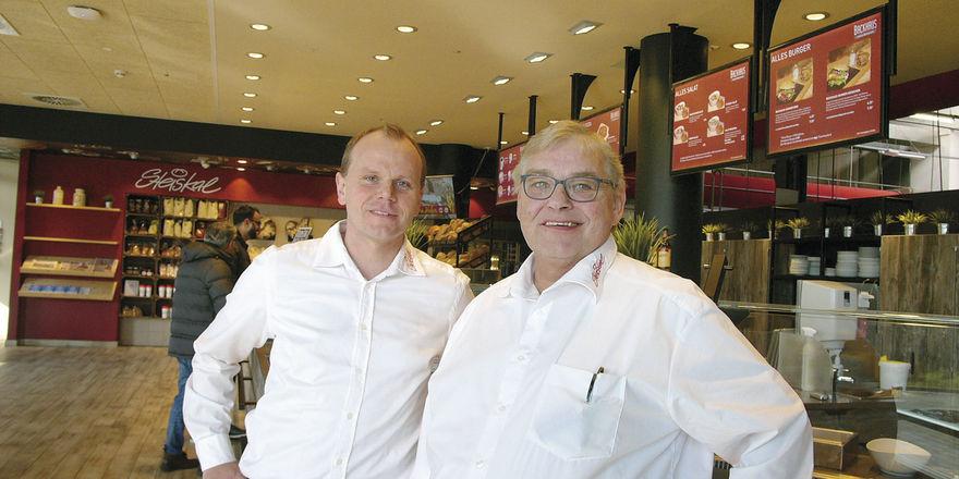 Verkaufsleiter Hendrik Rexin (links), Geschäftsführer Eckhardt Schütz: Ein Drittel des Umsatzes erwirtschaftet das Unternehmen mit Snacks und Kaffee.