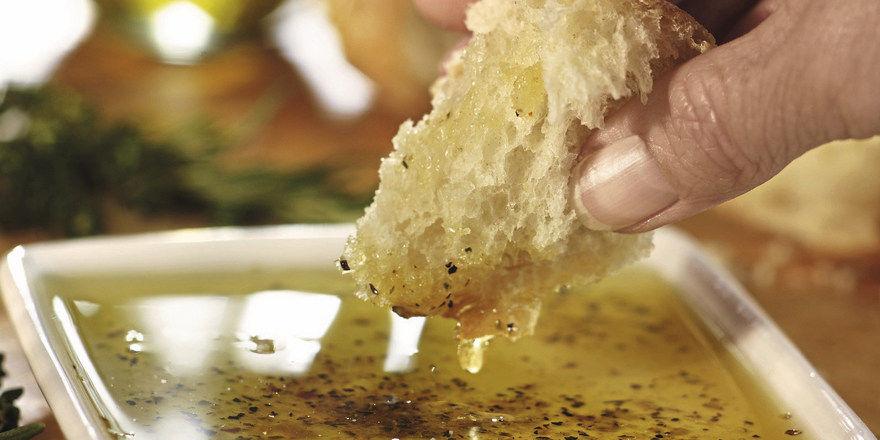 Tunke, Dip, Aufstrich – es gibt viele Möglichkeiten, Brot mit hochwertigen Ölen zu veredeln.