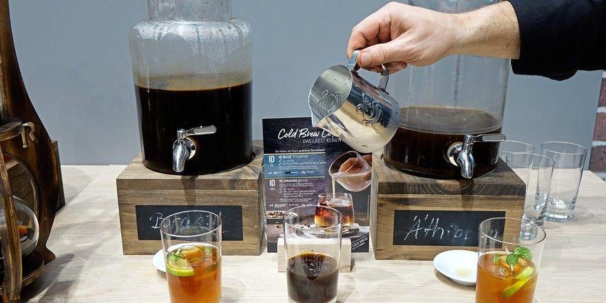 """Kalt """"aufgebrüht"""" wird aus Kaffee ein trendiges Erfrischungsgetränk für den Sommer."""