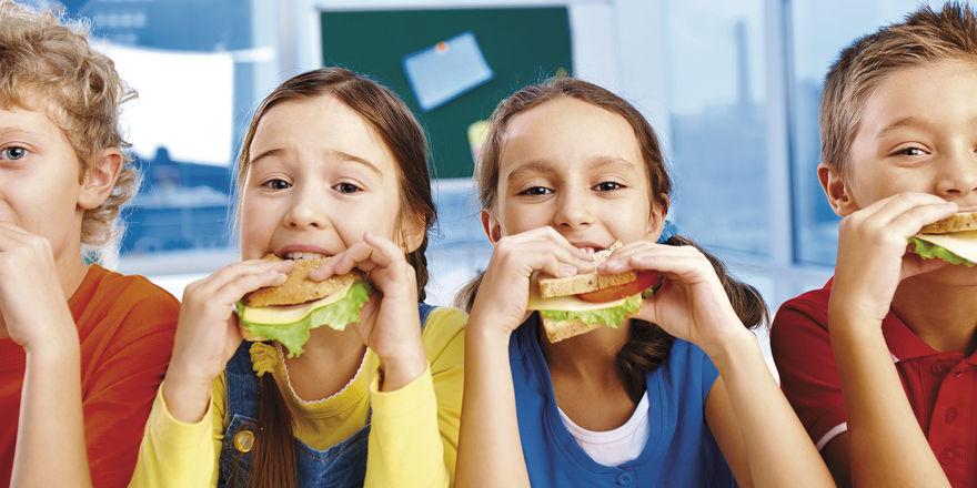 Das schmeckt: Brot als Basis für die Schulverpflegung kommt bei den meisten Schülern gut an – vorausgesetzt, Bäcker beachten die Schmerzgrenze beim Preis von rund zwei Euro.