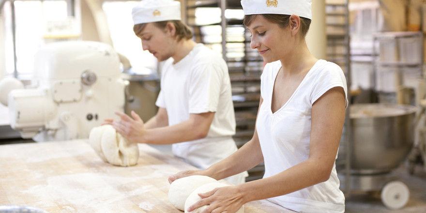 Ein Bild mit Symbolcharakter: Betriebe, in denen Azubis motiviert arbeiten, finden leichter gutes Personal.