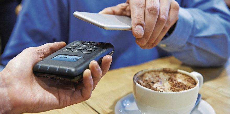 Drüberhalten und fertig: digital bezahlen per NFC.