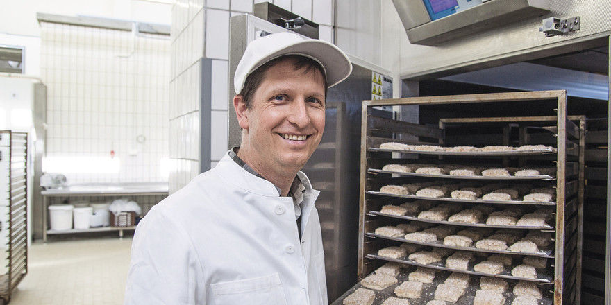 Viele Bäcker arbeiten beim Kleingebäck mit Langzeitführungen über Nacht, entzerren damit den Betriebsablauf am Morgen und erhalten gleichzeitig aromatischere Backwaren.