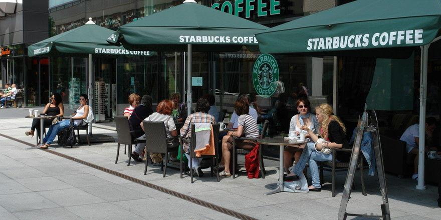 In den USA will Starbucks - hier eine deutsche Filiale in Dresden - 150 Standorte schließen.