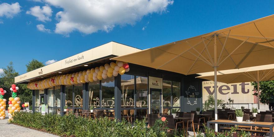 Der neue gestaltete Vortagsladen als Café-Konzept am Produktionsstandort.