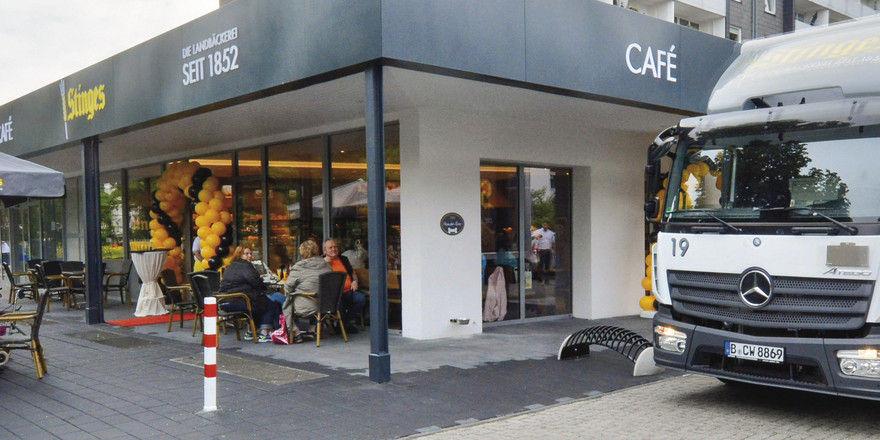Eine der neueren Filialen der Landbäckerei Stinges in Krefeld.