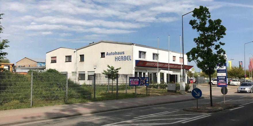 Vom Autohaus zur Bäckerei: Künftig wird in diesem Gebäude gebacken.