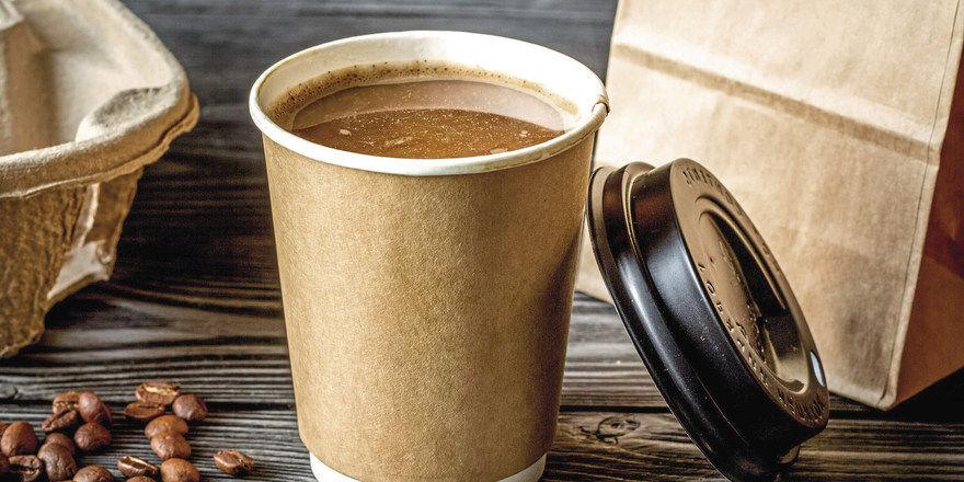 Den Coffee to go von Tchibo soll es bald auch direkt in Supermärkten geben.