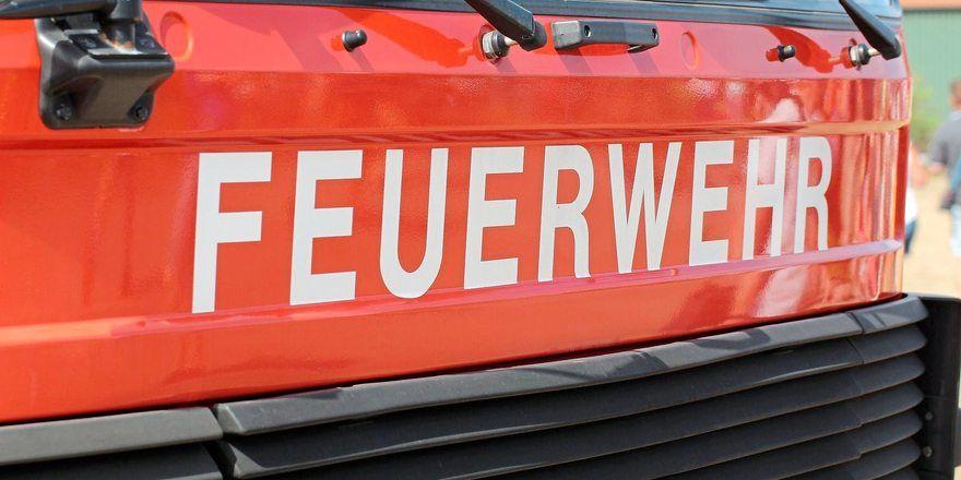 Feuerwehr musste bei einem Brand in einer Bäckerei 40 Anwohner evakuieren.