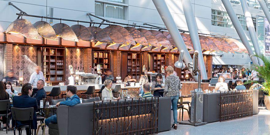 Neue Kaffee- und Snack-Konkurrenz: Bazzar Cafè bietet am Düsseldorfer Flughafen Steampunk-Ambiente.