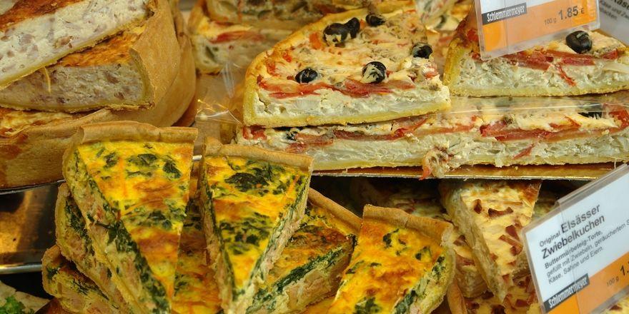 Quiches, Zwiebelkuchen - aber auch Stullen gehören zum Angebot des Feinkostanbieters.