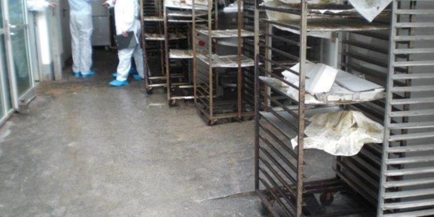 Auf der Suche nach hygienischen Missständen in der Produktion.