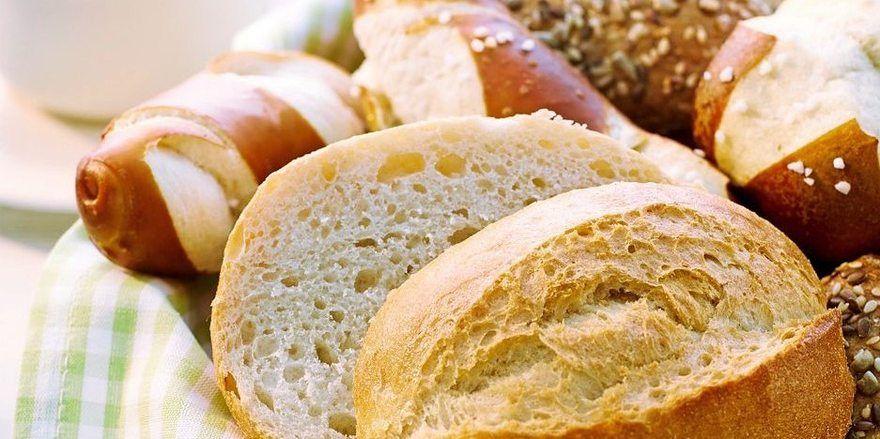 Die neue Verpackungslinie ist für Brote und sonstige Backwaren vorgesehen, die direkt aus dem Ofen kommen, dann tiefgekühlt und verpackt werden.