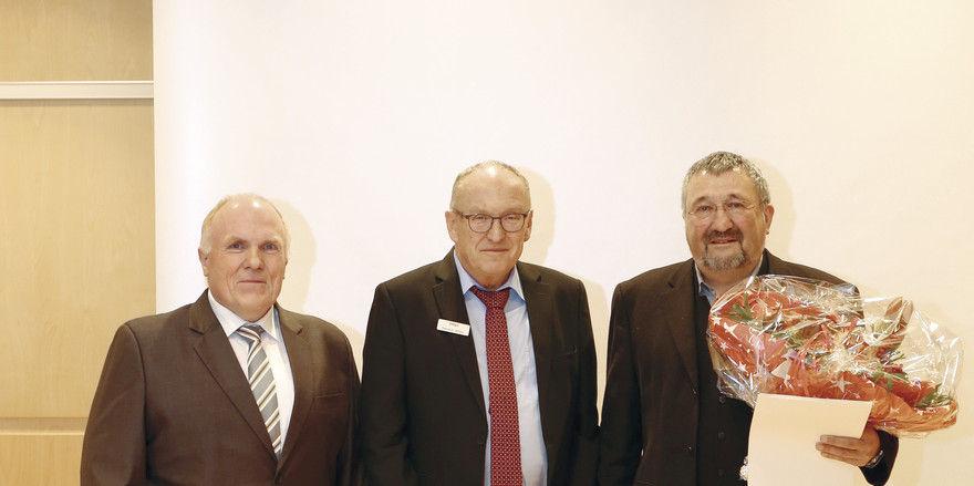Aufsichtsrat Hermann Paul (Bäko-Süd-West; v.l.), Verbandsdirektor Gerhard Schorr (BWGV) und Vorstand Reiner Jung (Bäko-Süd-West).