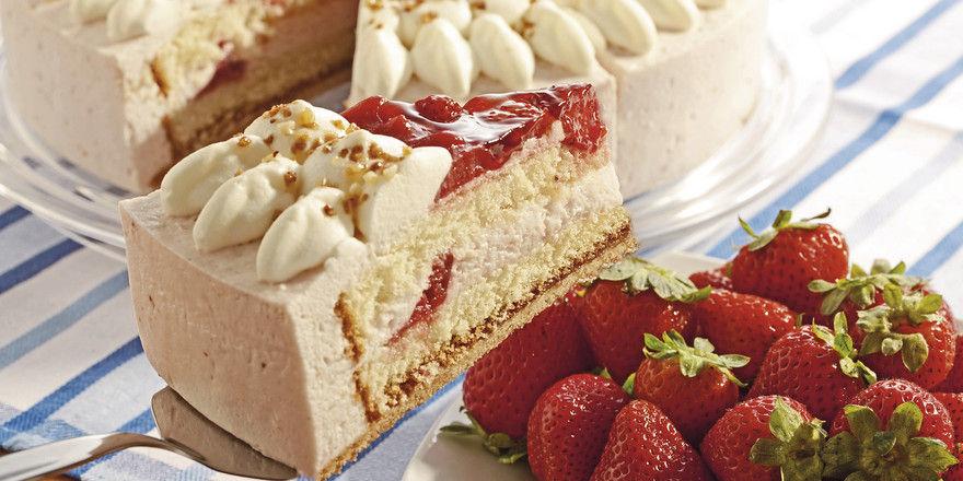 Erdbeer-Sahnetorte: Ob für Böden, Füllung und Dekor Convenience-Produkte verarbeitet werden, muss jeder Bäcker nach seinen Ansprüchen ans Produkt entscheiden.