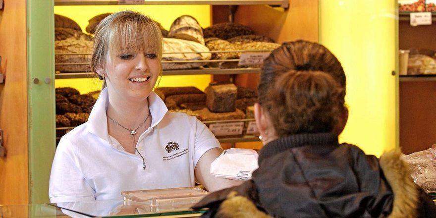 In den Filialen von Bäckereien werden Kunden meist kompetent und freundlich bedient.