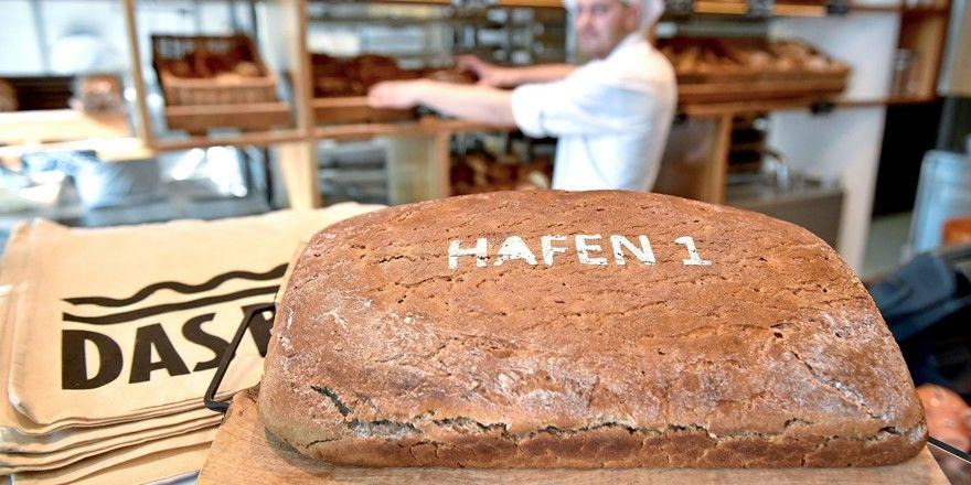 Das Brot zum Richtfest einer Veranstaltungshalle.