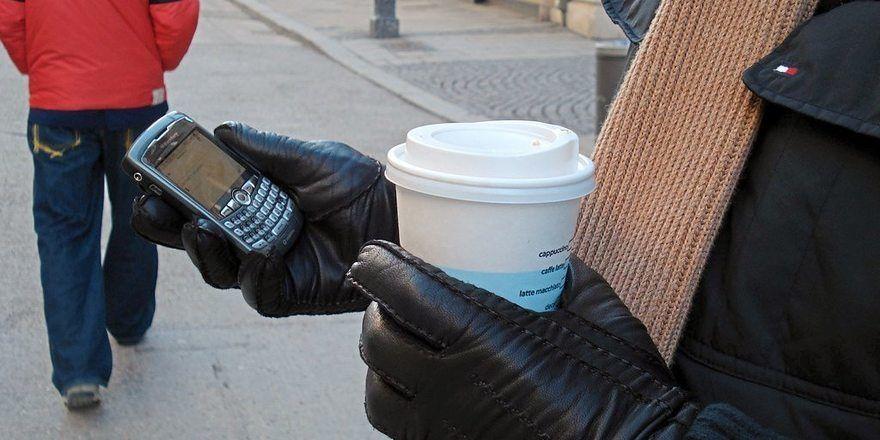 Coffee to go: Die Branche hat die Becher-Frage noch nicht optimal gelöst.