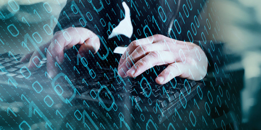 Versicherungen bieten Schutz vor den Schäden, die Hacker anrichten können.