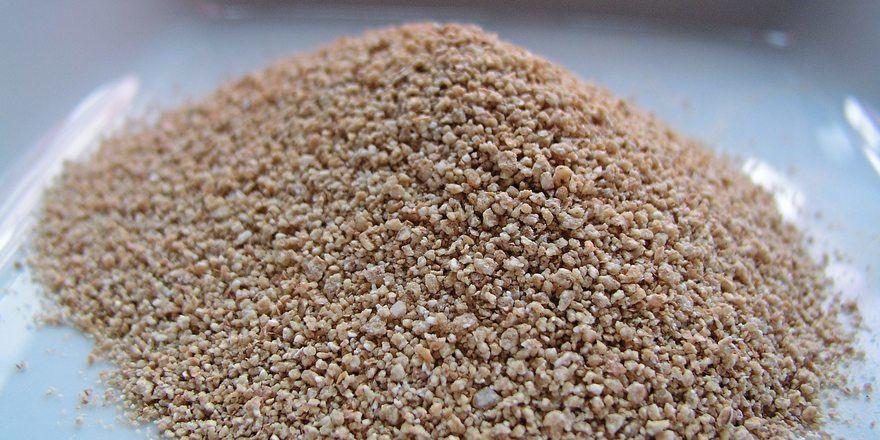 Backmittel gibt es als Granulat und Pulver, in flüssiger oder pastöser Form.