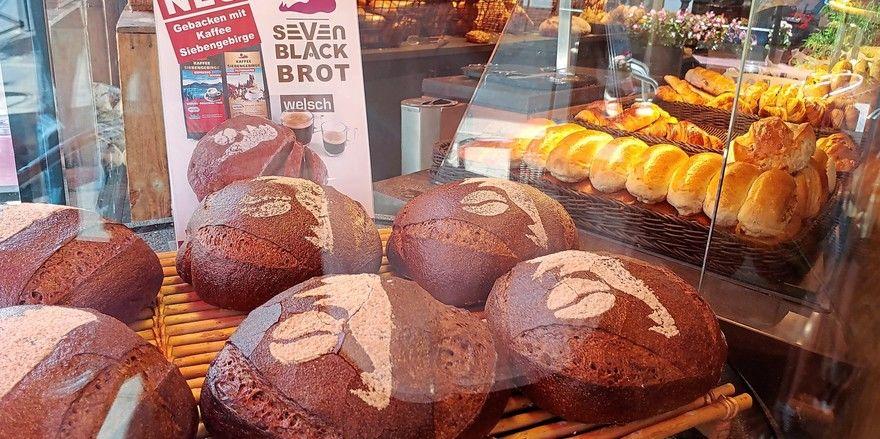 Seit Juli in der Auslage der Bäckerei Welsch erhältlich: das Seven Black Brot mit Kaffeegeschmack.