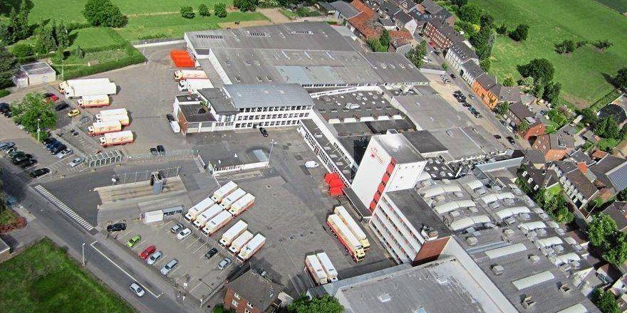 In Schieflage: Nach der neuerlichen Insolvenz musste bei Kronenbrot bei einem weiteren Feuerwehreinsatz das Firmengelände geräumt werden.