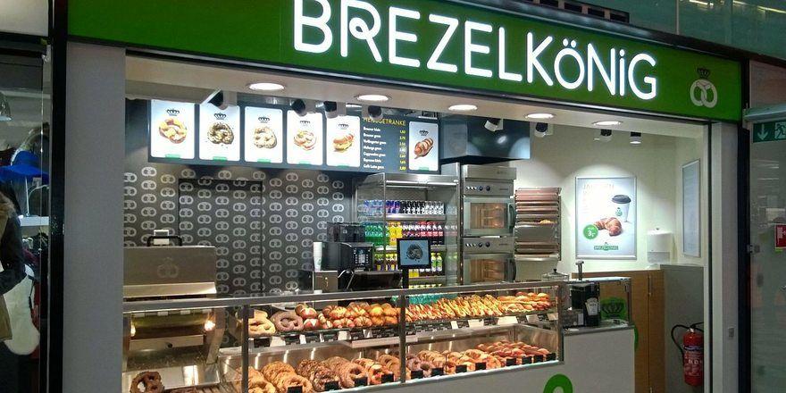 An Brezelkönig-Standorten werden Laugengebäcke sowie weitere salzige und süße Backwaren in Brezelform angeboten.