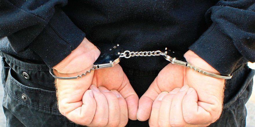 Beim dritten Mal klicken die Handschellen: Ob der Täter für die vorangegangenen Überfälle ebenfalls verantwortlich ist, ist nicht geklärt.