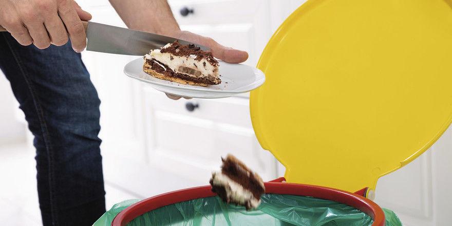 Im Durchschnitt wirft jeder Deutsche etwa 85 Kilogramm Lebensmittel pro Jahr weg.