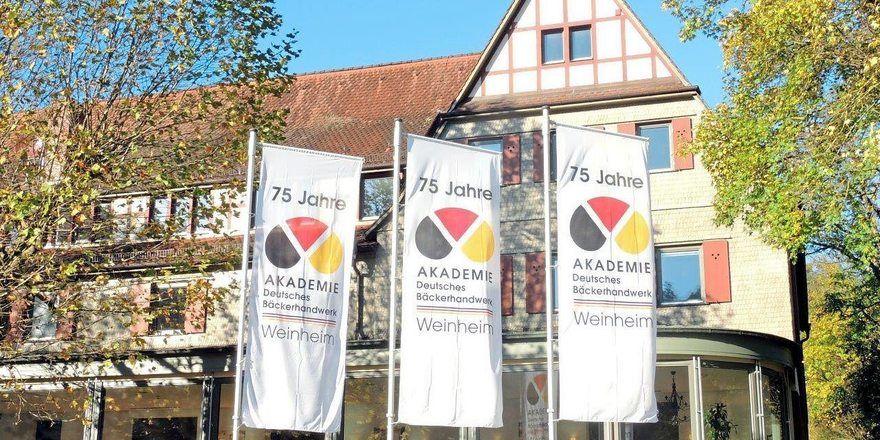 Die Akademie in Weinheim besteht seit über 80 Jahren, 2013 wurde das 75-jährige Jubiläum gefeiert.