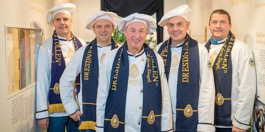 Willkommen im Stollenkarton (v.l.): die Dresdner Stollenbäcker Alexis Kakouris, Ralf Ullrich, Reiner Israel, Andreas Körber und Ronald Morenz.