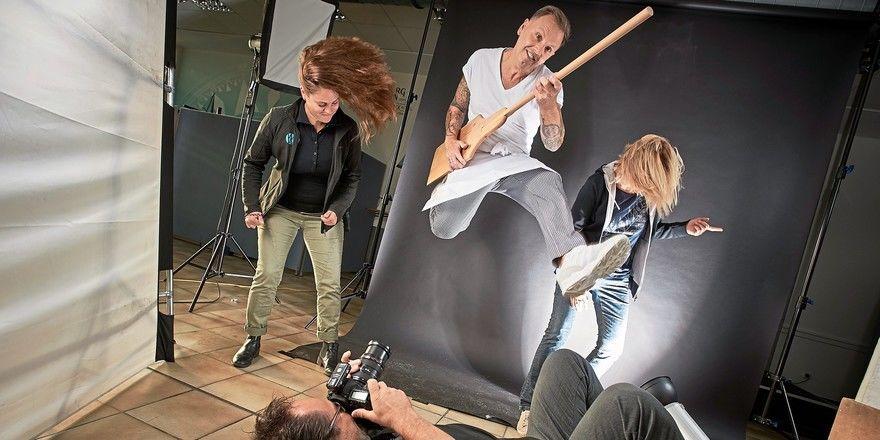 Bäckermeister Thomas Freudenberg in Rockstar-Pose beim Fotoshooting für den Handwerkskalender 2020.