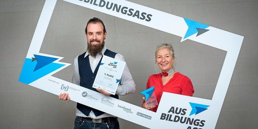 Patrick Mucha (Ausbildungsmeister) und Katharina Rottmann (Geschäftsführerin) von Endorphina Backkunst bei der Preisverleihung.