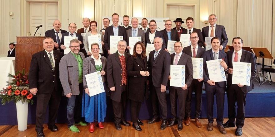 Ehrung für 20 Bäckereien durch Ministerin Michaela Kaniber (vorne Mitte).