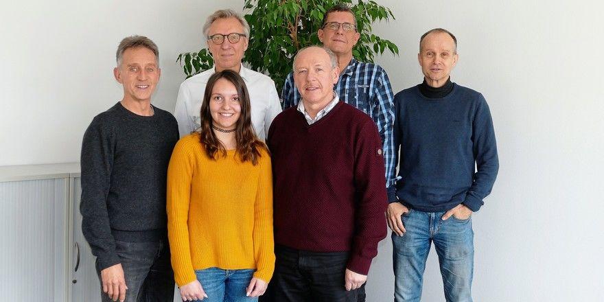 Frohes Fest wünscht die Backmedien-Redaktion (v.l.): Reinald Wolf, Arnulf Ramcke (Chefredakteur), Lynn Esenwein, Dieter Kauffmann, Wolf-Andreas Richter, Ralf Küchle
