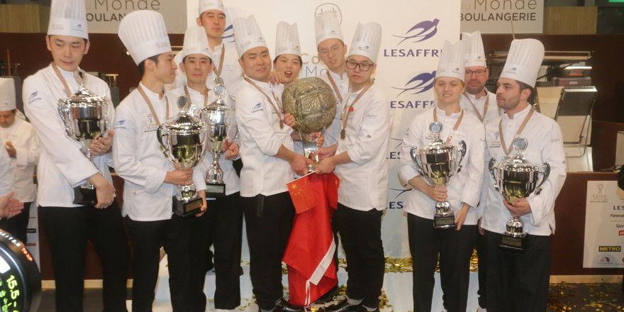 Die Teams aus Japan (von links), China und Dänemark haben es auf der Europain auf's Treppchen geschafft.
