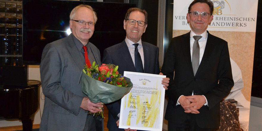 Offizielle Verabschiedung (von links): Landesinnungsmeister Jörg von Pohlheim, Walter Dohr und Henning Funke, der neue Geschäftsführer.