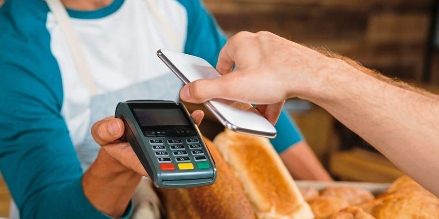 Kunden wollen bargeldlos ohne Mindestbetrag bezahlen können.
