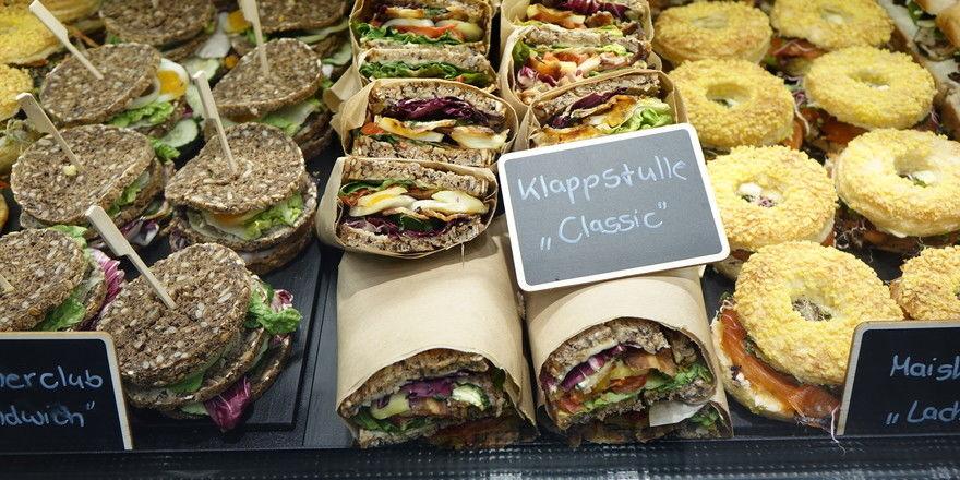 Snacktrends: Mit Klappstullen und Co. können Bäcker gut am Außer-Haus-Geschäft partizipieren.