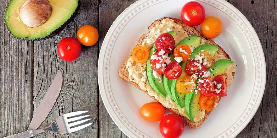 Mit vielen frischen Zutaten und leichten Auflagen könnten belegte Brote für Bäckereien zu einem Umsatzbringer werden.