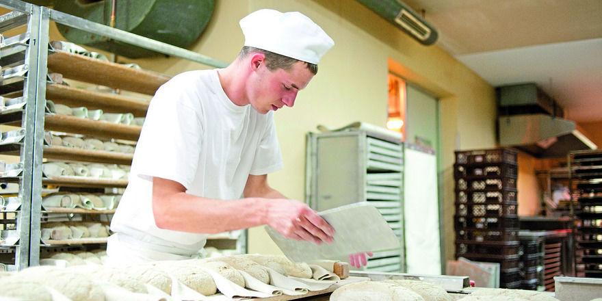 Arbeitnehmer dürfen unter Beachtung entsprechender Vorsichtsmaßnahmen weiter beschäftigt werden.