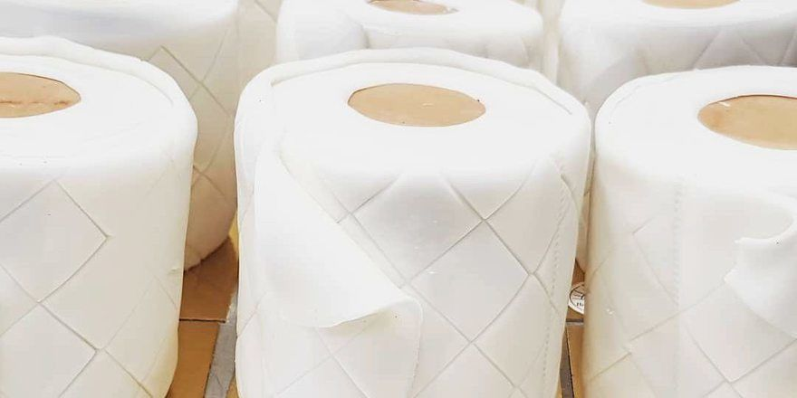 Bis zu 200 Stück verkauft Tim Kortüm von seinen Klopapier-Kuchen pro Tag.