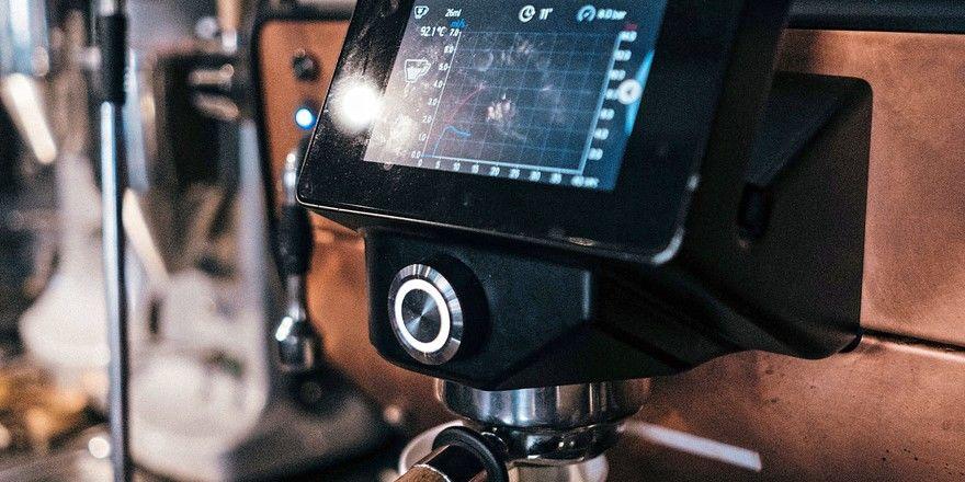 Eine digitalisierte Maschine ermöglicht Bäckereien, sich einen Überblick über wichtige Daten zu verschaffen.