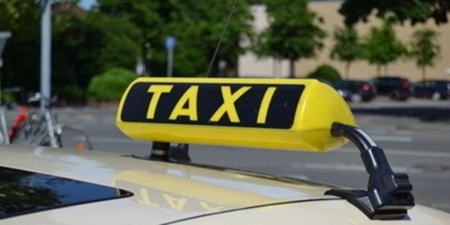 In Düsseldorf sollen künftig Taxifahrer auch den Lieferservice mit Backwaren vom Handwerksbäcker übernehmen.