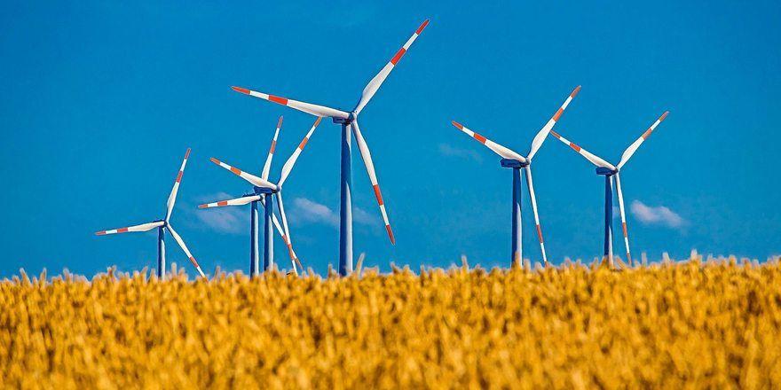 BU: Die EEG-Umlage, mit der die Stromverbraucher den Ausbau von erneuerbaren Energien bezahlen, wird sich wohl stärker erhöhen, als geplant.