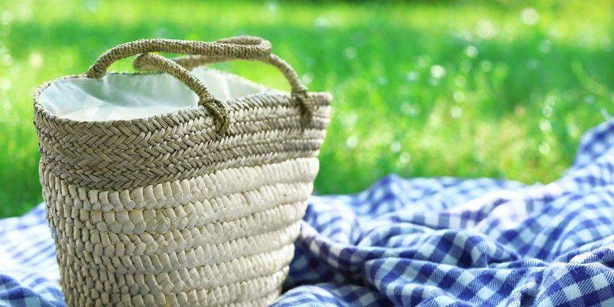 Da das Platzangebot im Gastraum begrenzt ist, bietet ein Café Picknickdecken an.